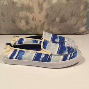 "TOMMY BAHAMA ""WAVE & CLOUD"" SLIP ONS SIZE 9"